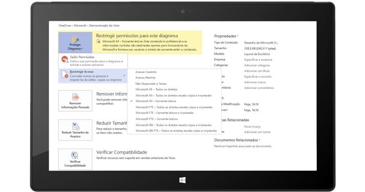 Um tablet mostrando a página Informações do Arquivo no Visio com Proteger Diagrama selecionado.