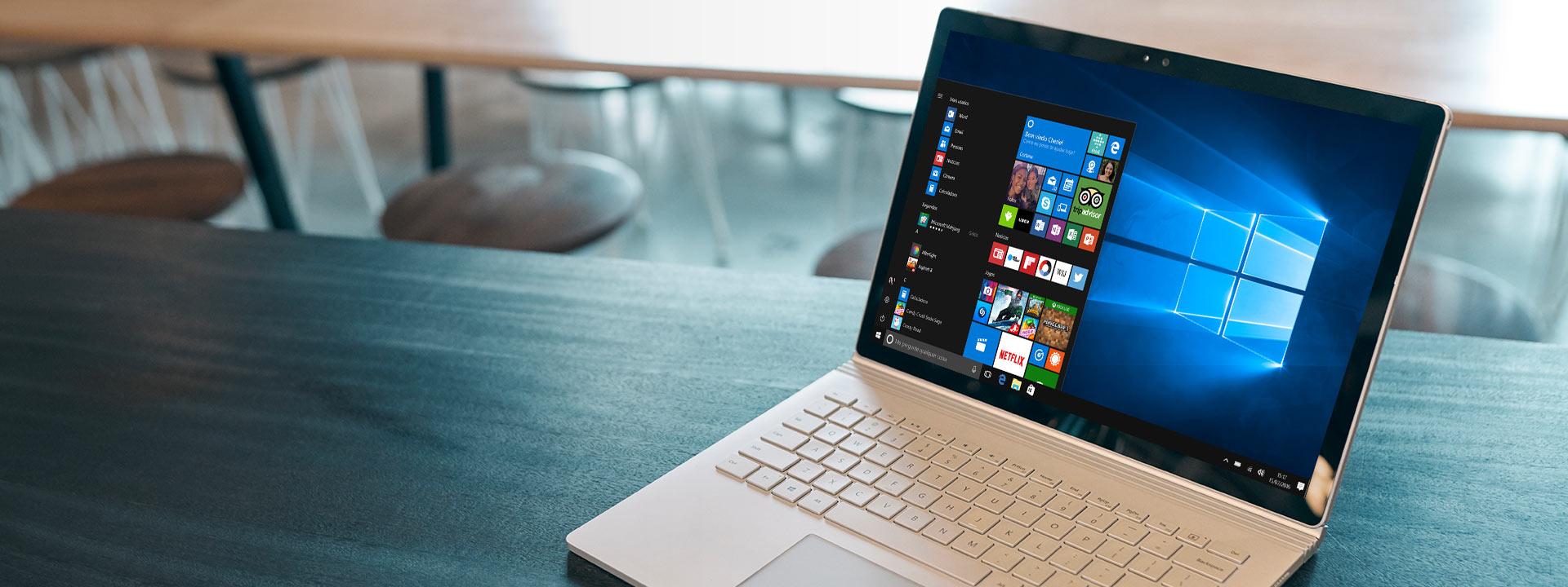 Um computador Windows 10 com o menu Iniciar