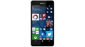 Um telefone Windows mostrando uma tela inicial