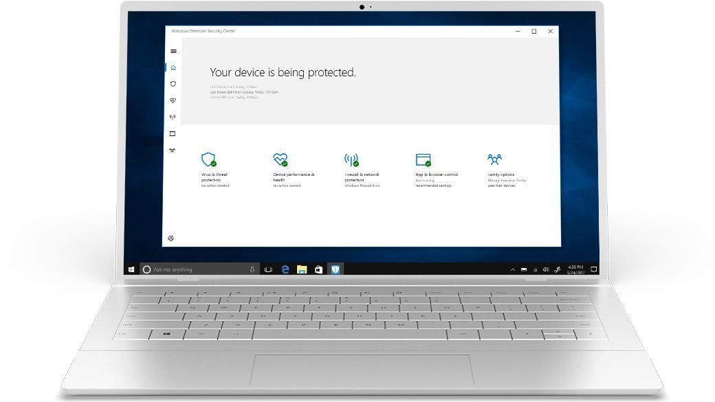 Laptop prata genérico com o aplicativo Defender na tela