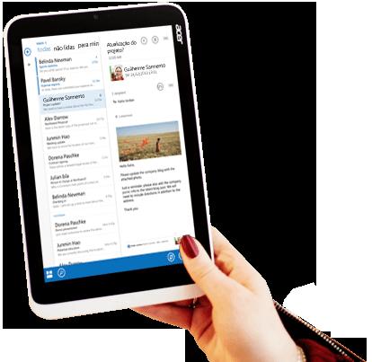 Um tablet a mostrar uma pré-visualização do e-mail do Office 365 com formatação personalizada e uma imagem.
