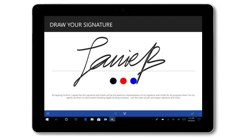 O DocuSign com uma assinatura escrita à mão num Surface Go