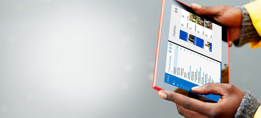 Um homem a segurar um tablet nas mãos. Com o Office 365 pode trabalhar em qualquer lugar.