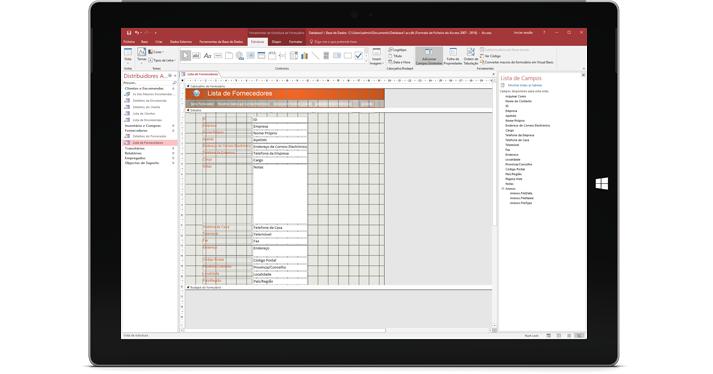 Um tablet a mostrar uma base de dados do Access