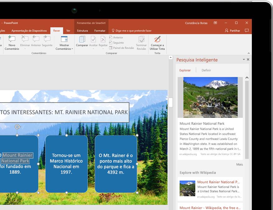 Um tablet a mostrar a funcionalidade Pesquisa Inteligente no PowerPoint