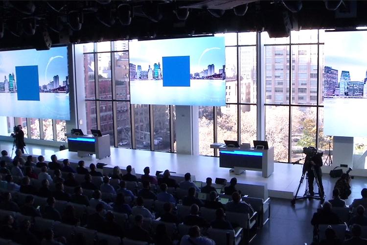 Ficheiros apresentados no OneDrive num smartphone e num tablet