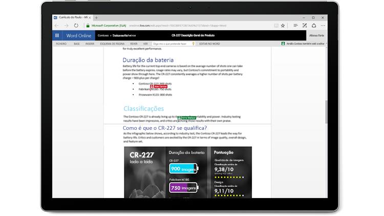 Ecrã de computador portátil a mostrar um documento do Word a ser editado por múltiplos autores no Word Online