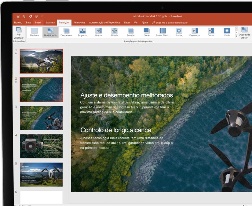 Um estilete ao lado de um tablet a mostrar uma apresentação no Microsoft PowerPoint