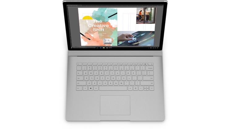 Aplicação Adobe InDesign mostrada no ecrã do Surface Book 2 em modo de portátil.