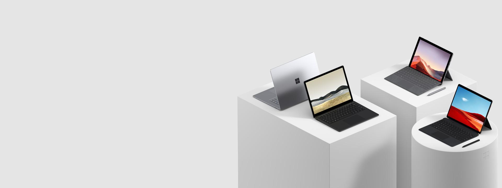 Diversos computadores Surface incluindo o Surface Pro 7, o Surface Pro X, o Surface Book 2, o Surface Studio 2 e o Surface Go