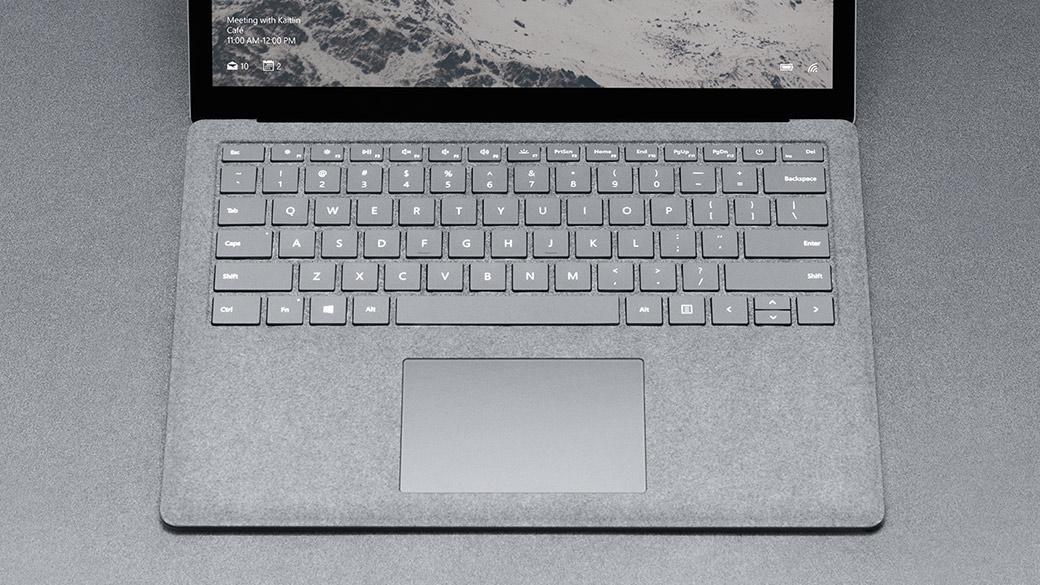 Teclado revestido a Alcantara® do Surface Laptop.