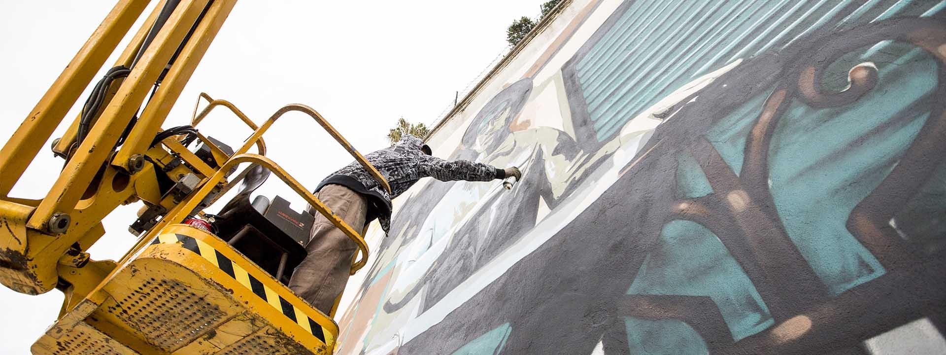 Sérgio Odeith, o street artista português que pintou Fernando Pessoa através do Surface.