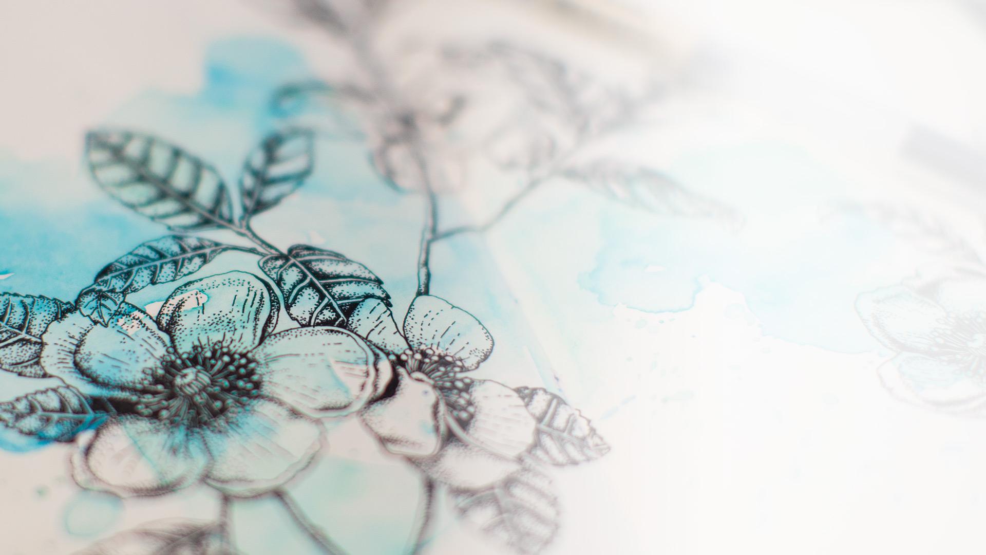 Desen în acuarele cu flori albastre