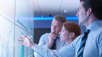 Profesioniști în domeniul bancar care lucrează cu tehnologii moderne