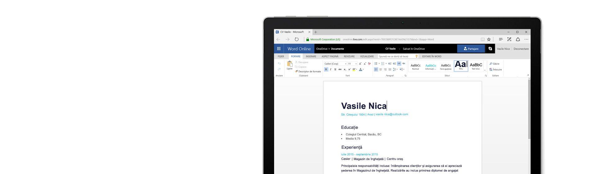 Un ecran de computer afișând un CV creat în Word Online