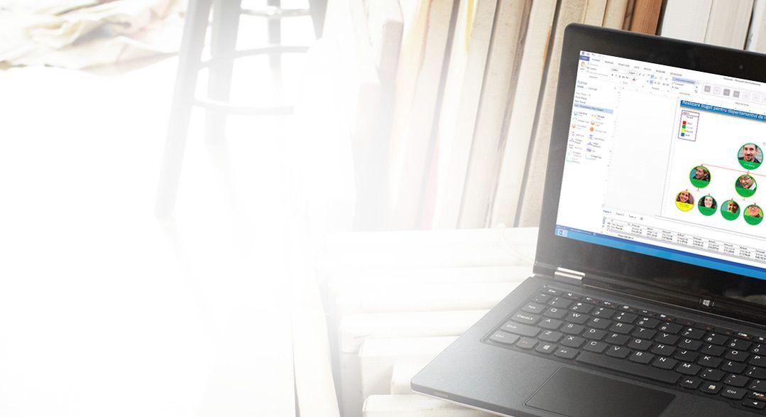 Un laptop afișând Visio Pro pentru Office 365 în curs de utilizare.
