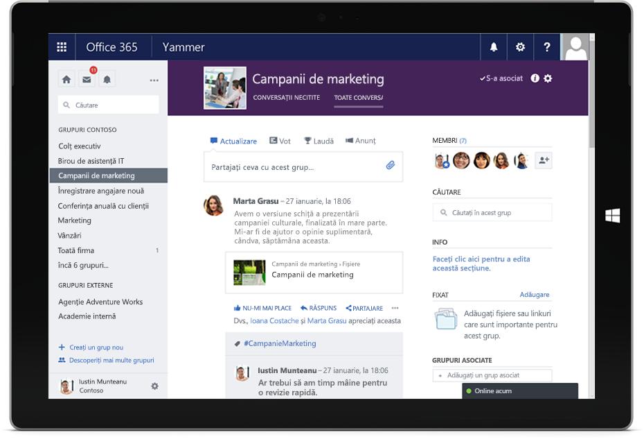 O tabletă Surface afișează o conversație Yammer