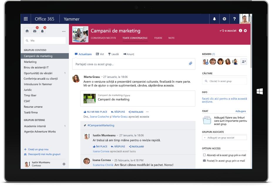 O tabletă Surface afișează o conversație Yammer, cu membri mai multor echipe
