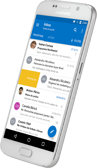 Un smartphone ce afișează un inbox Outlook