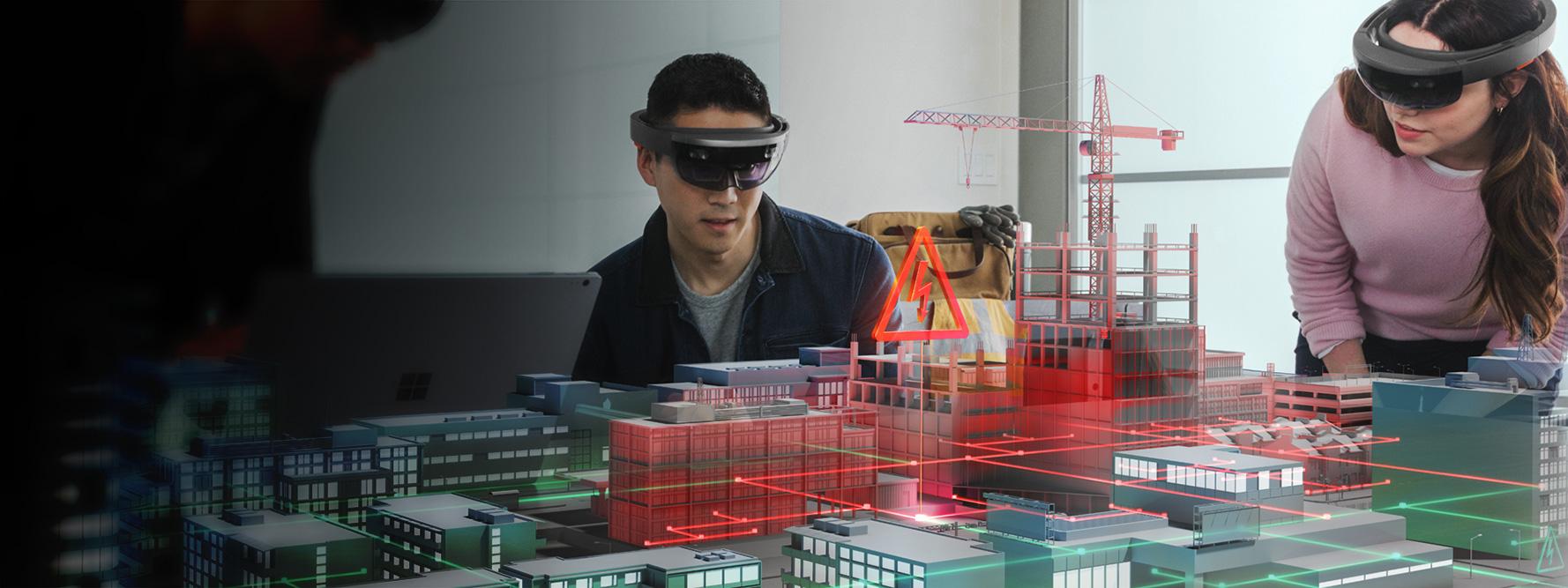 Мужчина и женщина в очках HoloLens смотрят на виртуальную модель стройки