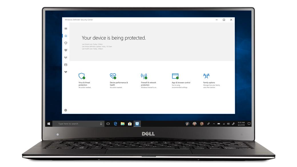 Ноутбук с открытой на экране системой безопасности в Windows10