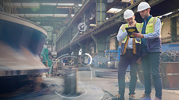 Работники из производственного сектора работают с современными технологиями