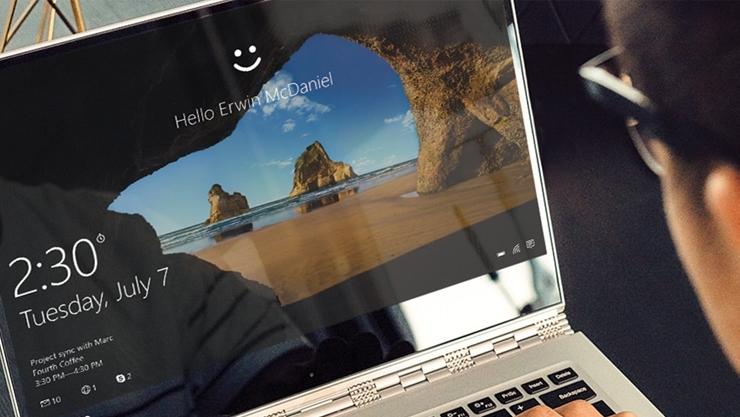 Windows Hello на экране ноутбука