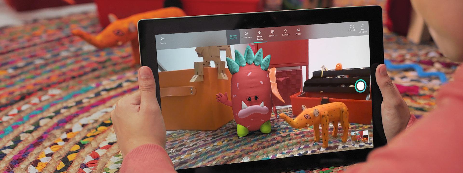Демонстрация 3d-творения в средстве просмотра смешанной реальности на планшете