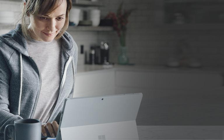 """Ди-джей, использующий Windows 10 на Lenovo 900 в режиме """"палатки"""""""
