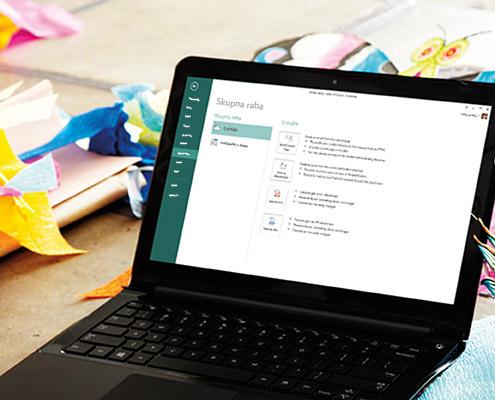 Prenosný počítač, na ktorom sa zobrazuje obrazovka Zdieľať vMicrosoft Publisheri 2013.