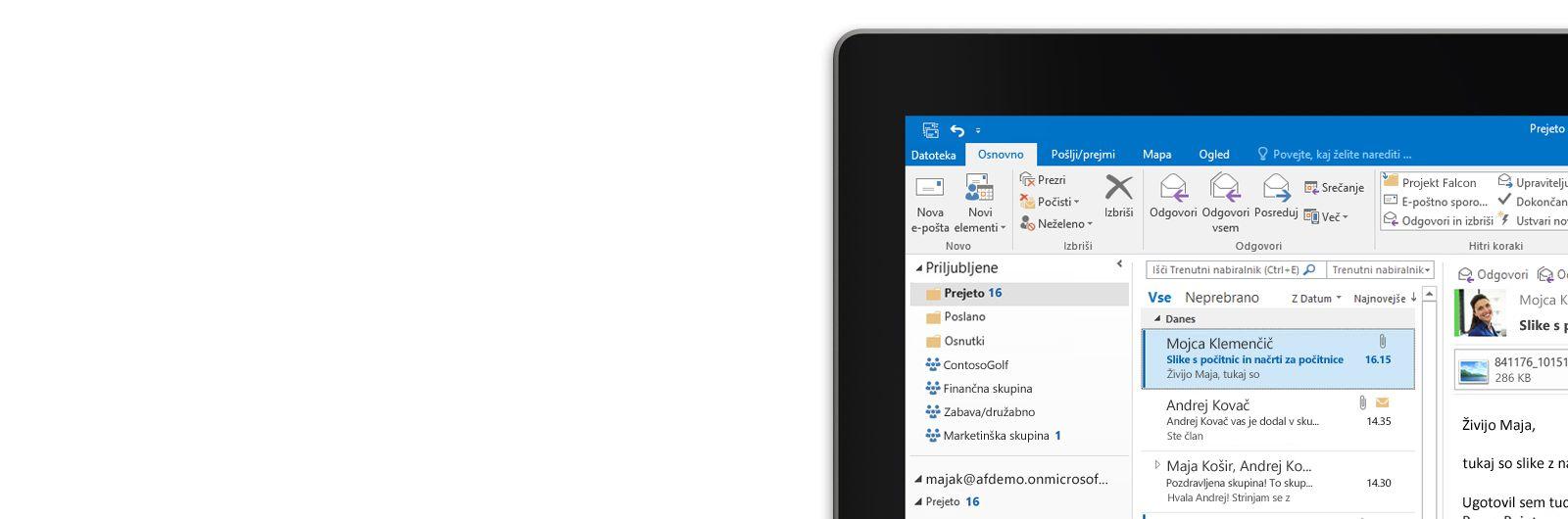 Tablični računalnik s prikazanim nabiralnikom programa Microsoft Outlook 2013 in seznamom sporočil ter predogledom.