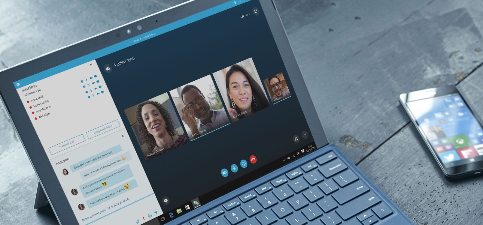 Ženska prek storitve Office 365 v tabličnem računalniku in pametnem telefonu sodeluje z drugimi pri urejanju dokumentov.