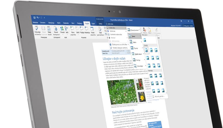 Tablični računalnik Surface, ki prikazuje funkcijo »Pokaži mi...« v Wordovem dokumentu