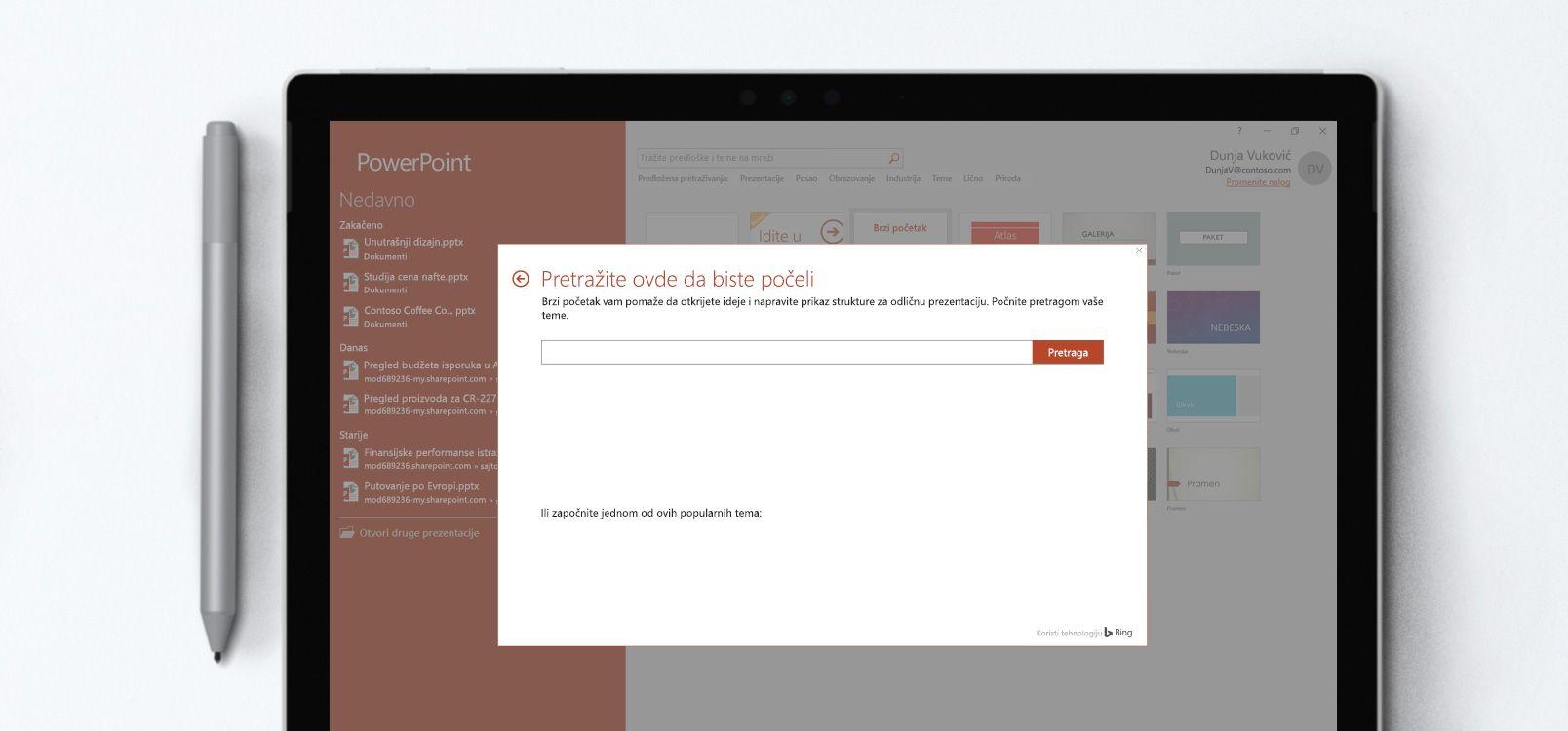 """Ekran tableta koji prikazuje PowerPoint dokument koji koristi funkciju """"Brzi početak"""""""