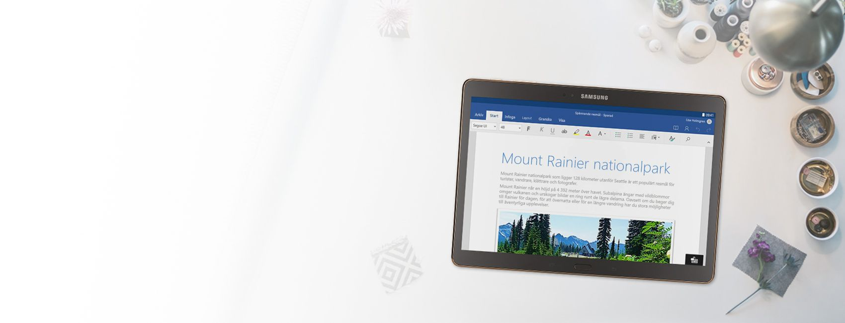 En surfplatta med ett Word-dokument om Mount Rainier National Park