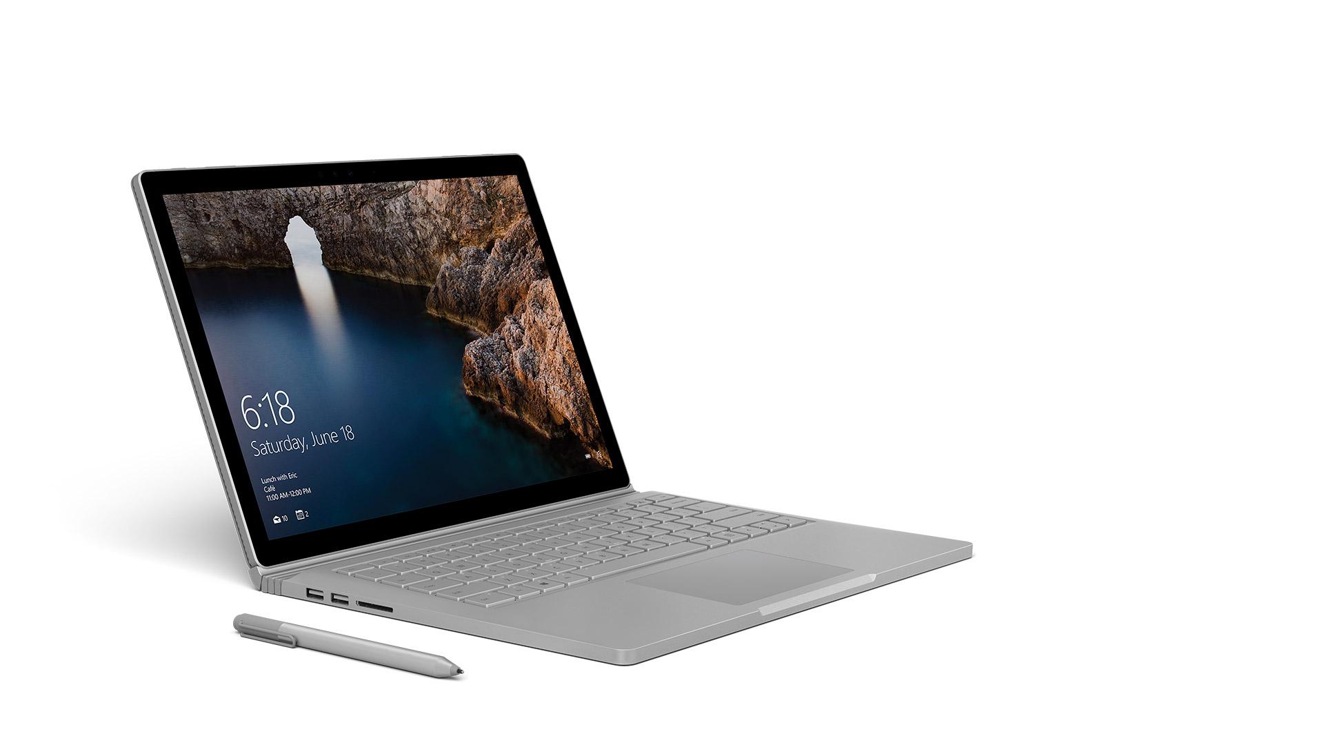 Surface Book med Surface-pennan, från höger