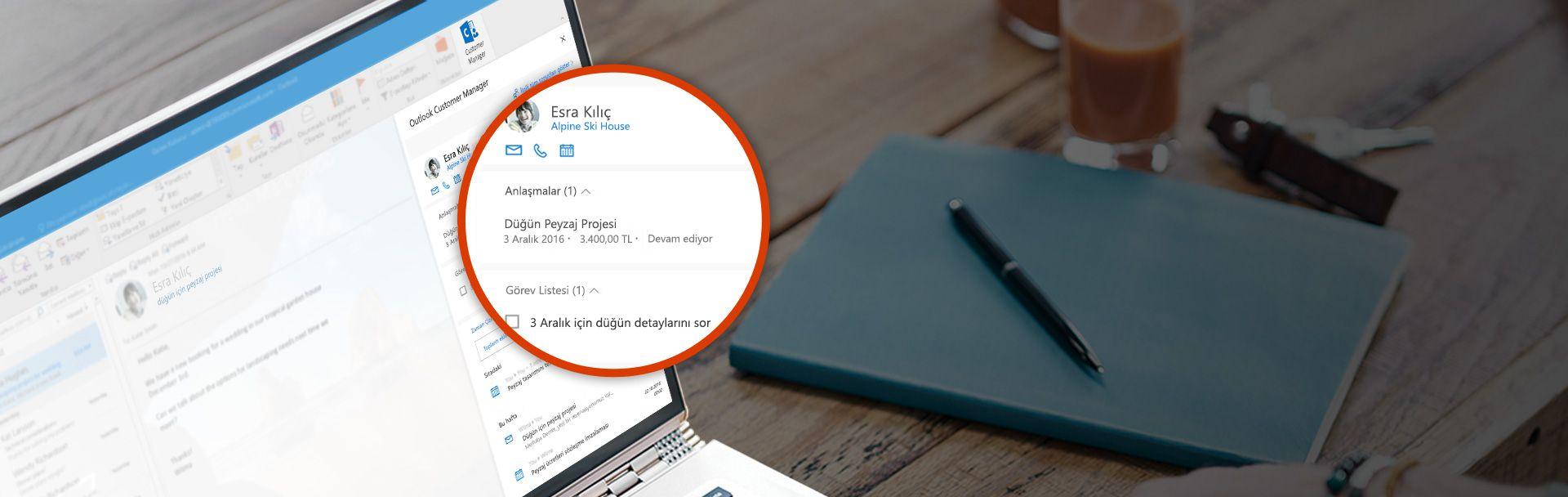 Müşteri bilgilerinin bulunduğu bölümleri yakınlaştırılmış olarak gösteren bir bilgisayar ekranı