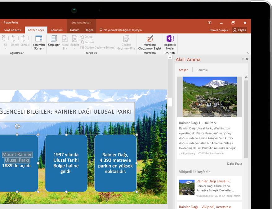 PowerPoint'te Akıllı Arama özelliğini gösteren tablet bilgisayar