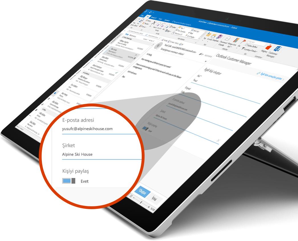 Paylaşım düğmesinin yakınlaştırılmış bir görüntüsünü içeren Microsoft Surface Book