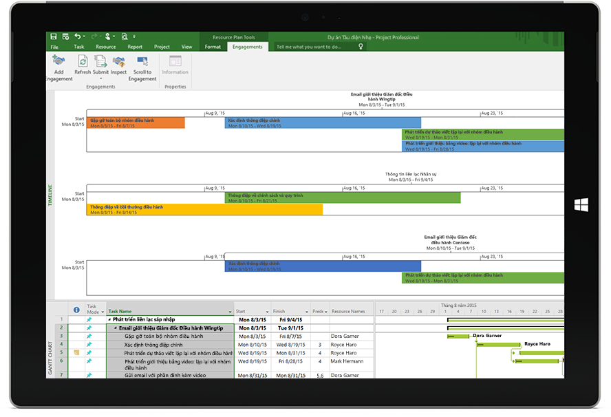 Màn hình máy tính bảng Microsoft Surface hiển thị tệp Project có đường thời gian dự án và biểu đồ Gantt trong Project Professional.