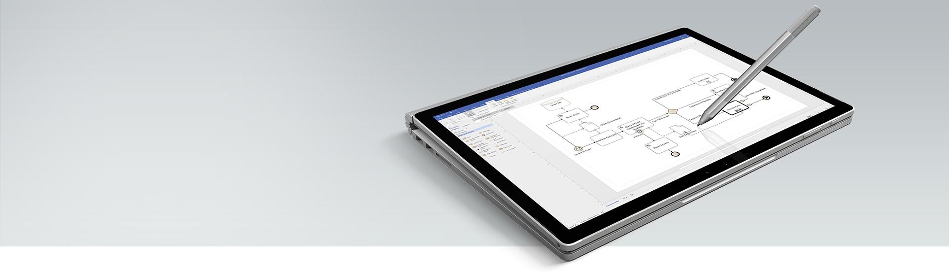 Máy tính bảng Surface đang hiển thị sơ đồ tiến trình trong Visio