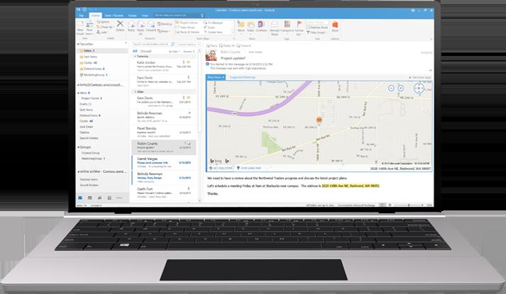 Một chiếc máy tính xách tay hiển thị hộp thư đến email trong Office 365