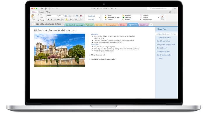 Một chiếc MacBook hiển thị sổ tay mở trong OneNote for Mac.
