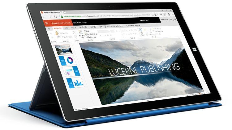 Máy tính bảng Surface đang hiển thị một bản trình bày trong PowerPoint Online.