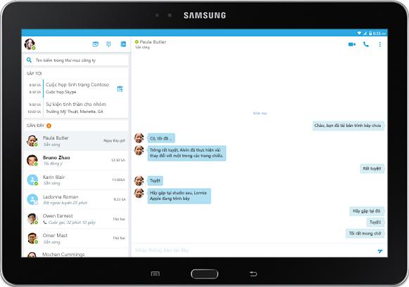 Màn hình máy tính bảng hiển thị một cuộc hội thoại IM trong cửa sổ ứng dụng Skype for Business