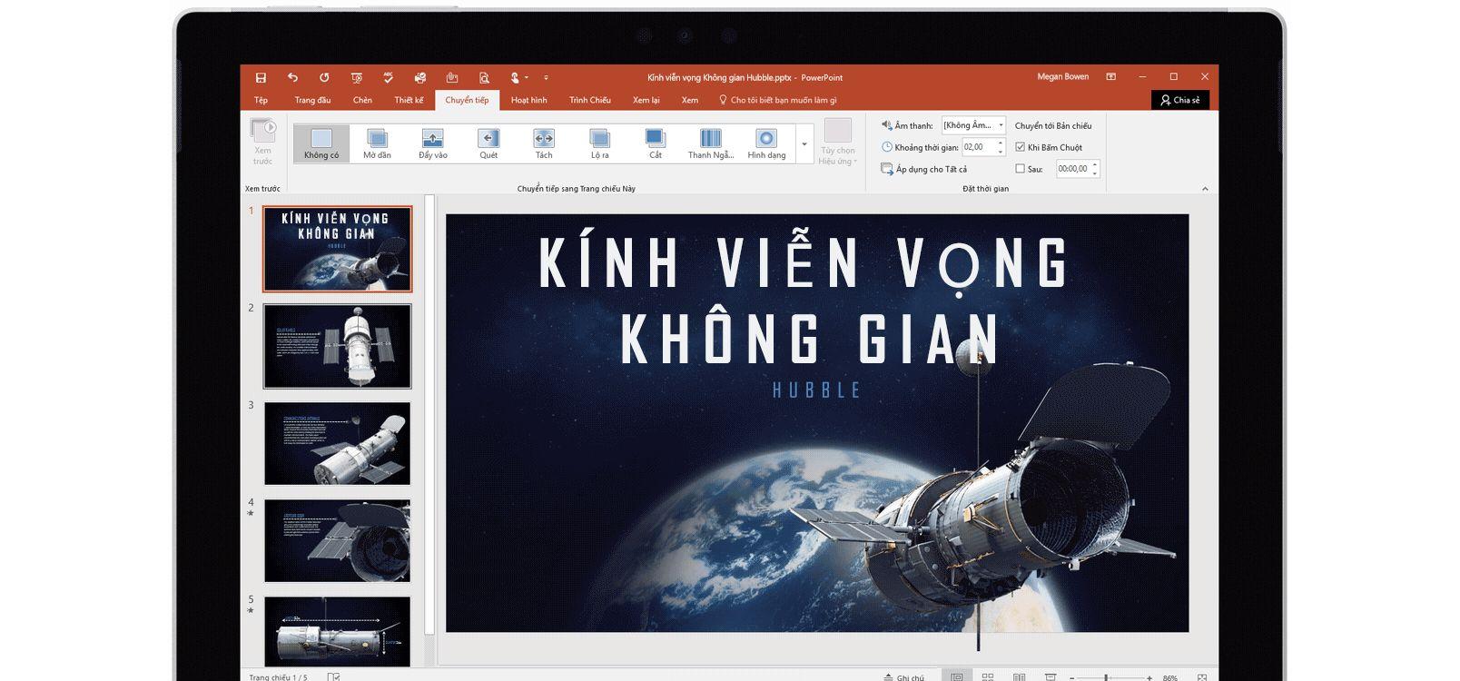Màn hình máy tính bảng hiển thị Biến đổi đang được sử dụng trong PowerPoint về kính viễn vọng không gian