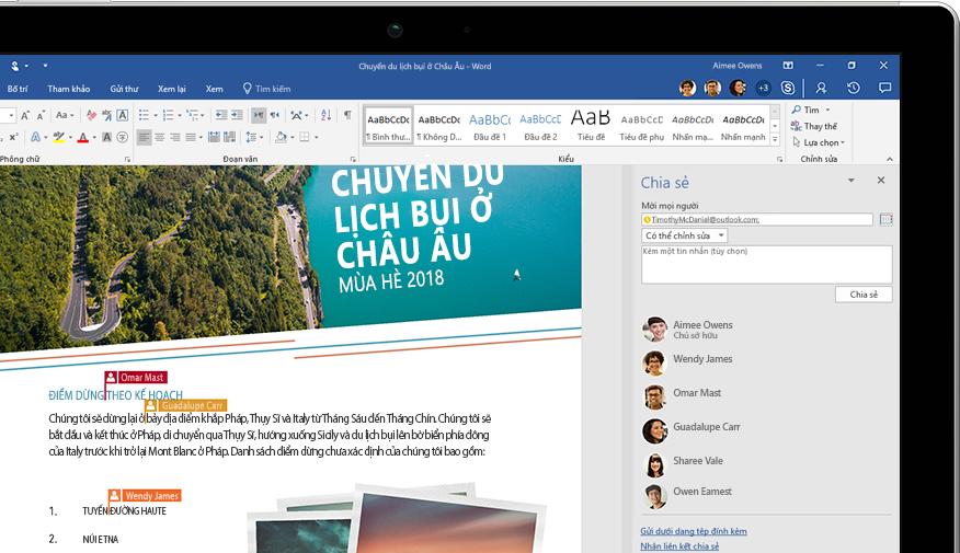 Tính năng Chia sẻ của Word được hiển thị trên một máy tính xách tay