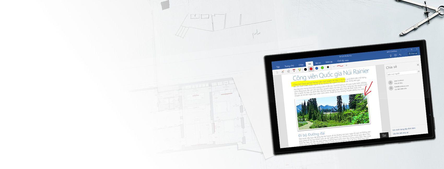 Máy tính bảng chạy Windows hiển thị tài liệu Word về Công viên Quốc gia Núi Rainier trong Word for Windows 10 Mobile