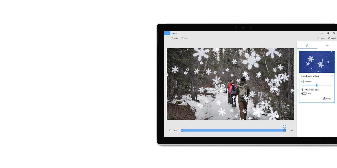 """平板电脑上显示着""""照片""""应用和三维物体生成器。"""