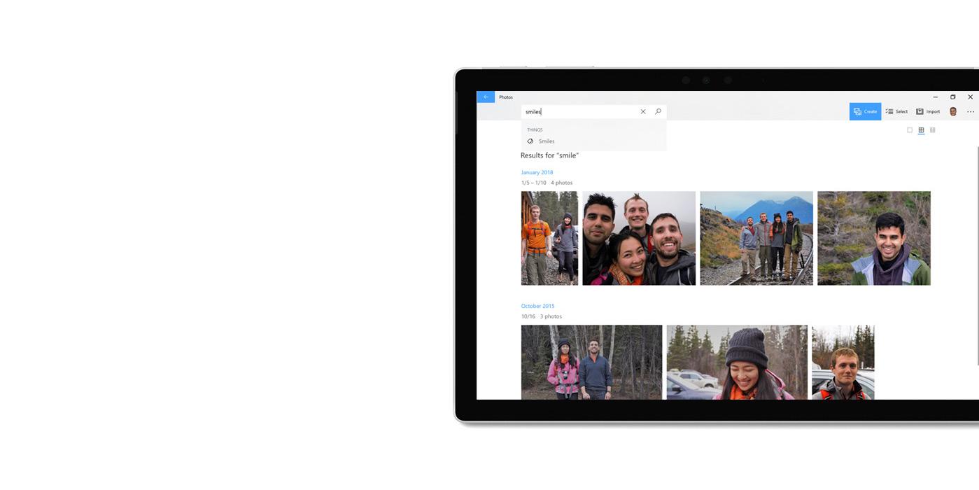 """平板电脑上显示着""""照片""""应用,且正在使用搜索功能查找图片。"""